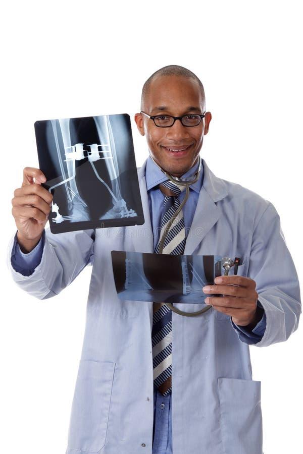 非洲裔美国人的医生人成功的X-射线年 免版税图库摄影