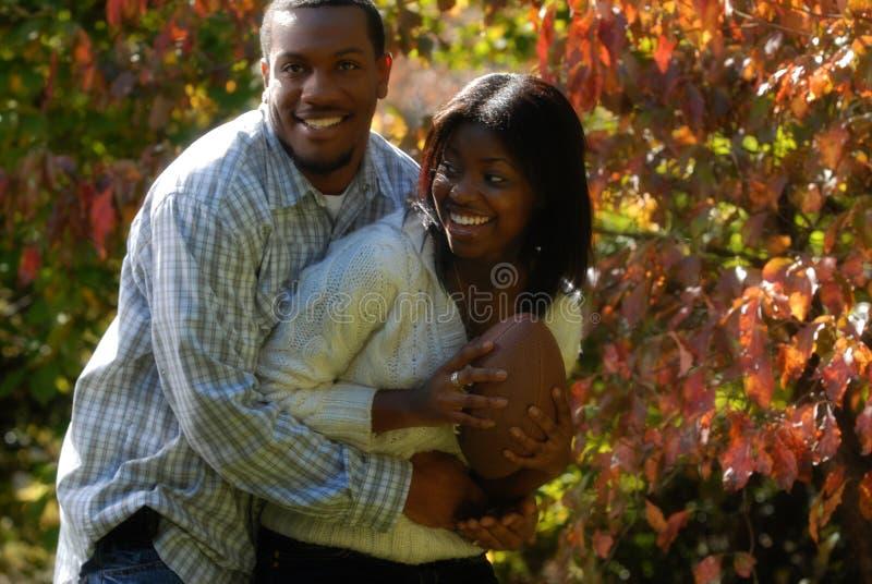 非洲裔美国人的夫妇橄榄球运动 免版税库存照片