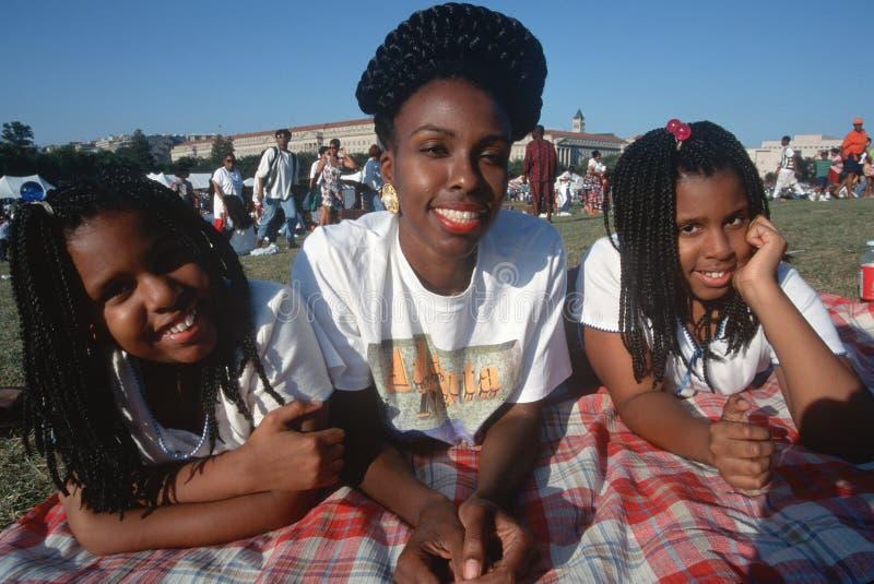 非洲裔美国人的妇女和她的女儿 免版税库存照片