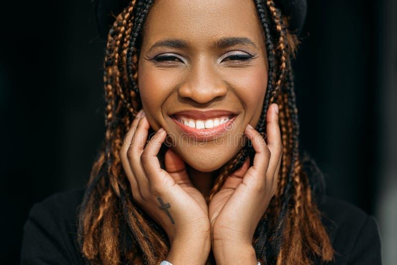 非洲裔美国人的愉快的妇女 牙医商务 免版税库存照片