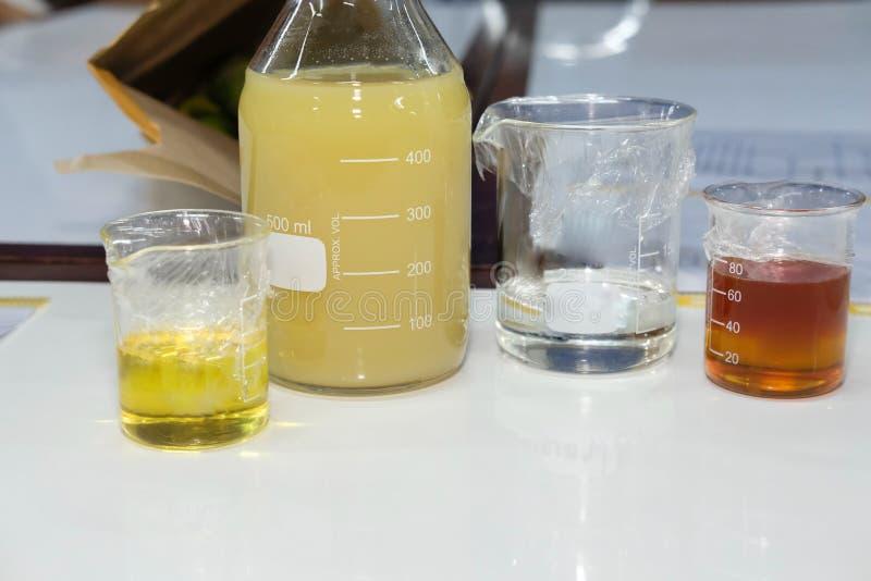 非洲黑人石灰香柠檬汁&化学制品成份做的假货 免版税库存照片