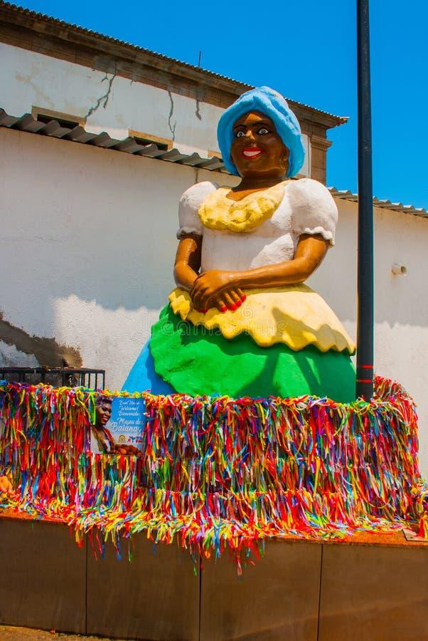 非裔的巴西妇女,微笑,打扮在传统Baiana服装在Pelourinho,萨尔瓦多,巴西 图库摄影