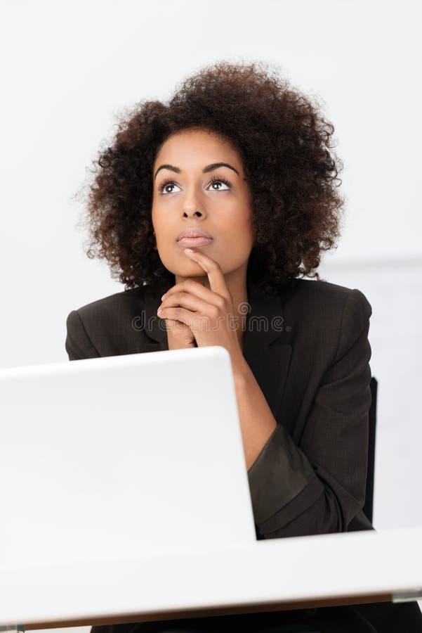 非裔美国人女实业家认为 免版税库存图片