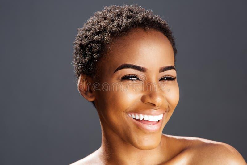非裔美国人时装模特儿微笑 免版税库存图片