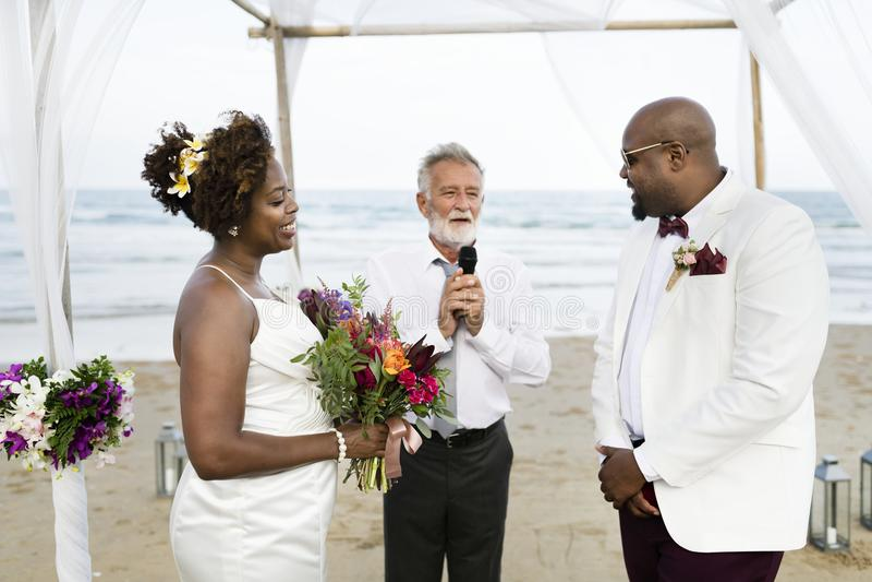 非裔美国人的夫妇` s婚礼之日 图库摄影