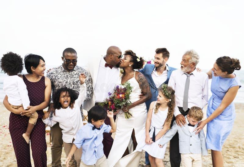 非裔美国人的夫妇` s婚礼之日 免版税库存图片