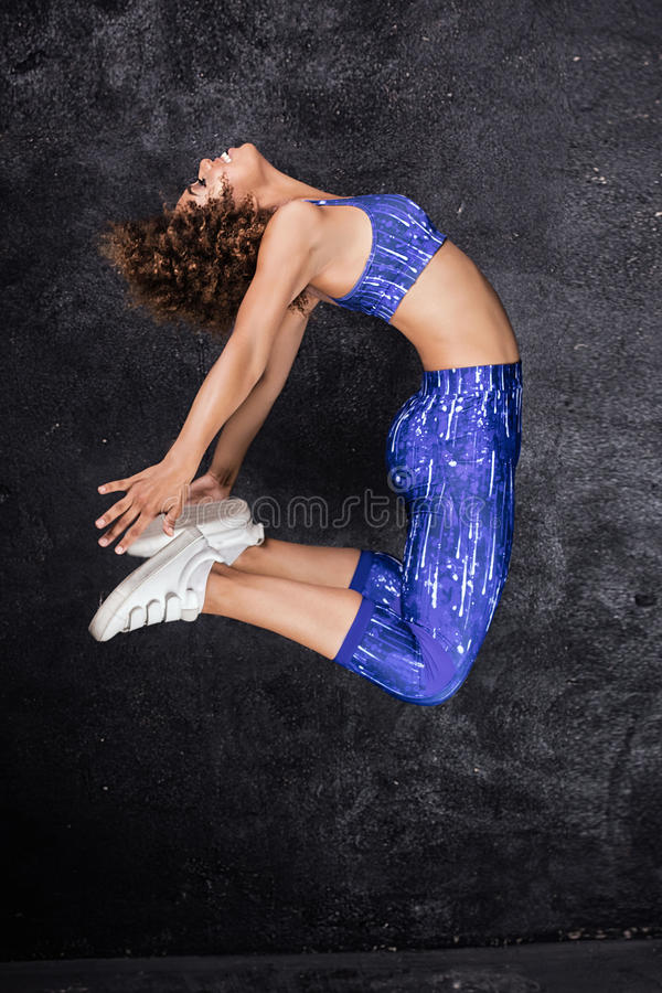 年轻非裔美国人的女孩跳舞 库存图片