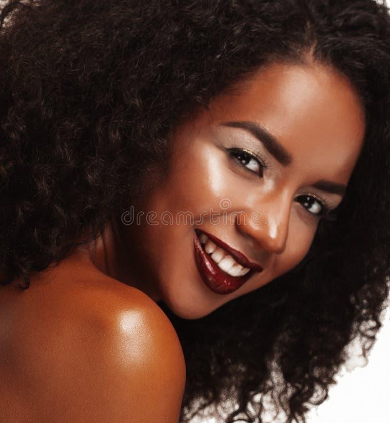 非裔美国人的妇女秀丽画象有非洲的发型和魅力构成的 库存照片