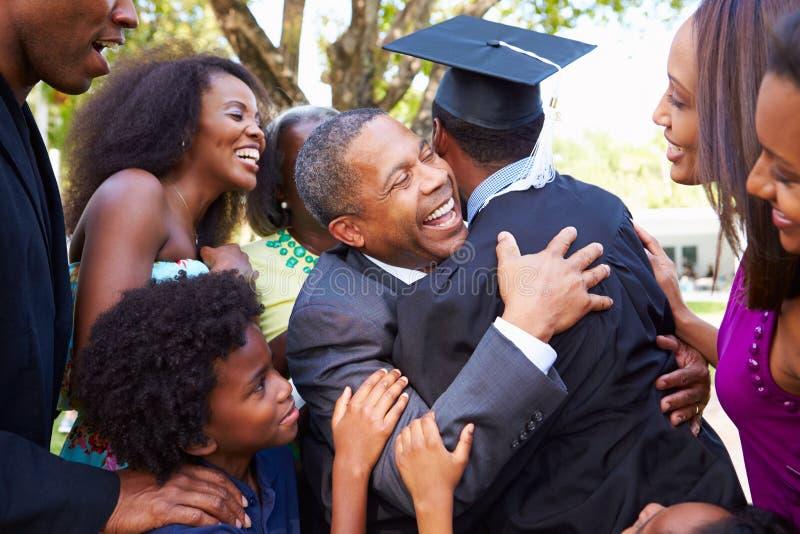 非裔美国人的学生庆祝毕业 免版税库存照片