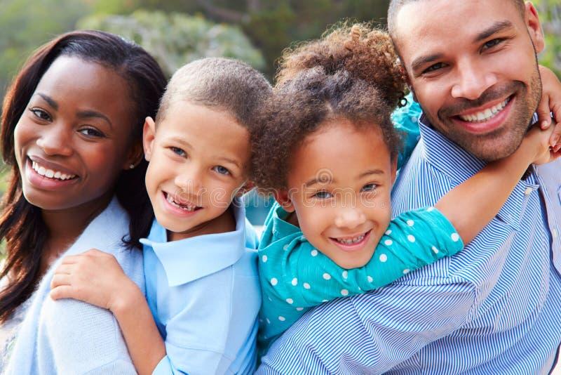 非裔美国人的家庭画象在乡下 免版税库存照片