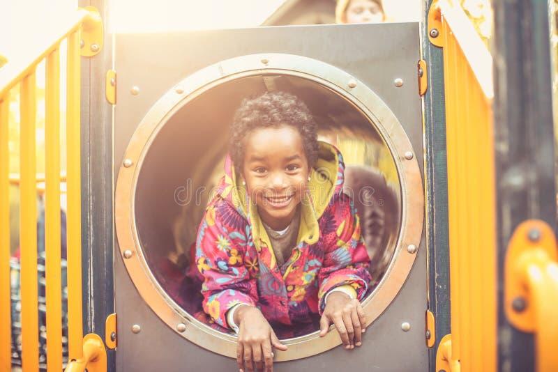 非裔美国人的愉快的孩子 查看照相机 免版税库存照片