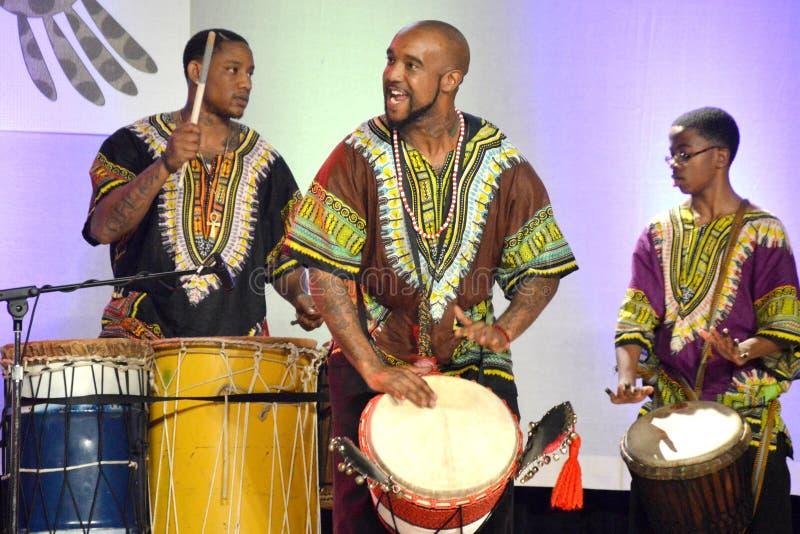 非裔美国人的鼓手 免版税库存照片