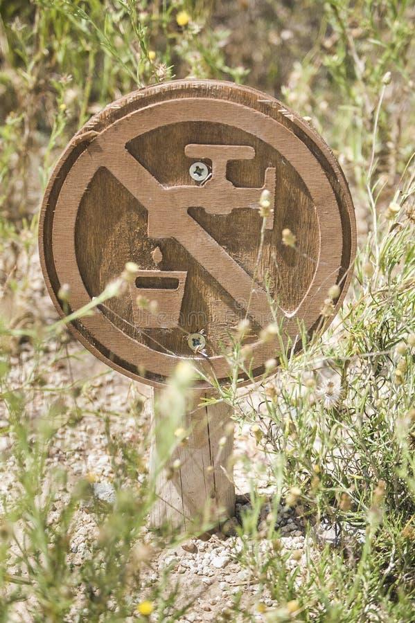 非饮用的水的标志在公园 免版税库存照片