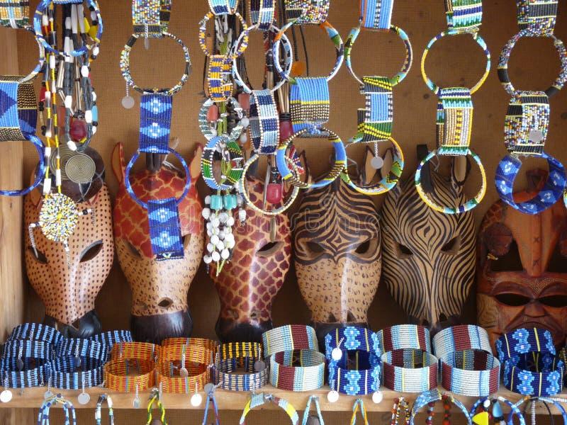 非洲动物面具和马塞人首饰 库存图片