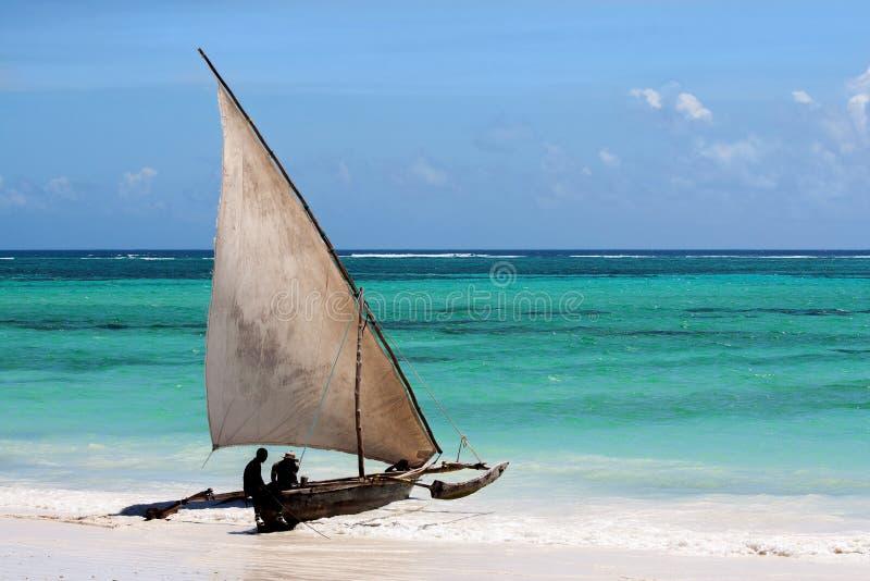 非洲单桅三角帆船起动 免版税图库摄影