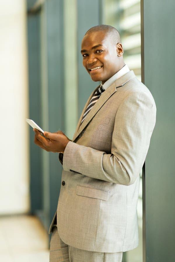 Download 非洲商人手机 库存图片. 图片 包括有 破擦声, 移动, 英俊, 员工, 典雅, 办公室, 愉快, 电池 - 59105533