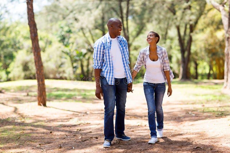 非洲夫妇步行 图库摄影
