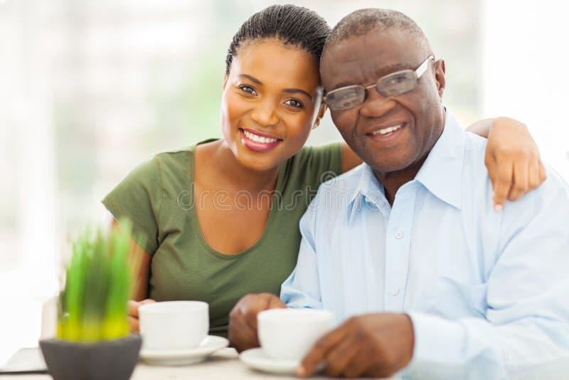 非洲女孩父亲 免版税库存照片