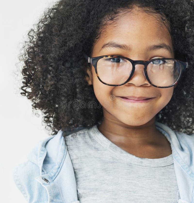 非洲女孩Smling乐趣幸福减速火箭的概念 免版税图库摄影