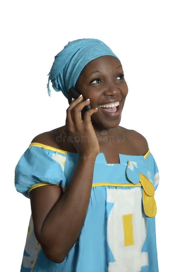 非洲妇女谈话与手机 免版税库存照片