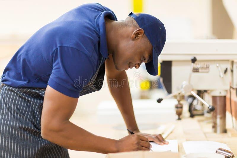 非洲木匠车间 图库摄影