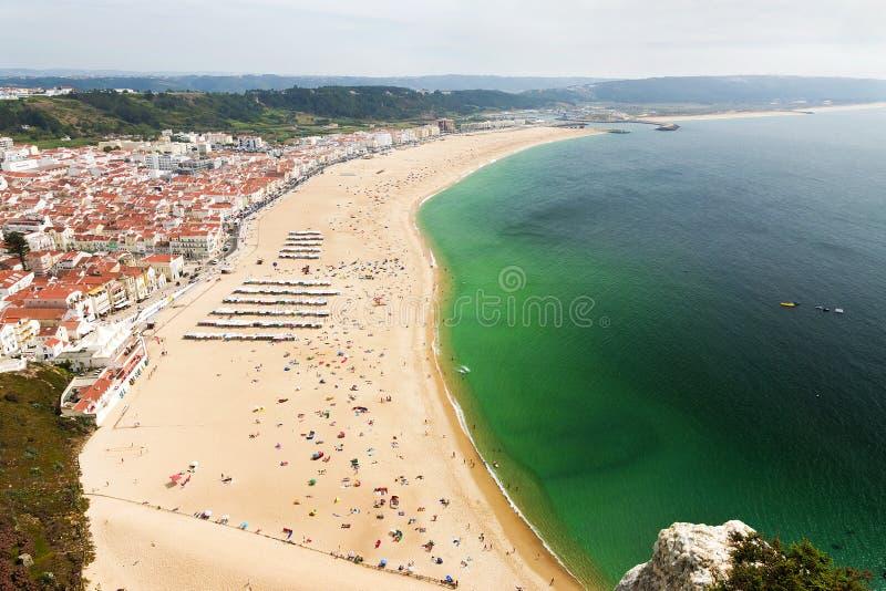 靠岸在大西洋海岸在城市Nazare,葡萄牙 免版税库存照片