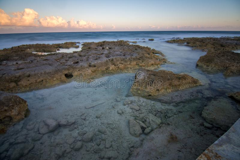 靠岸在里维埃拉玛雅人靠近坎昆和Tulum在晴朗的墨西哥 免版税库存图片