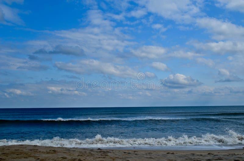 靠岸,海洋和天空 免版税图库摄影