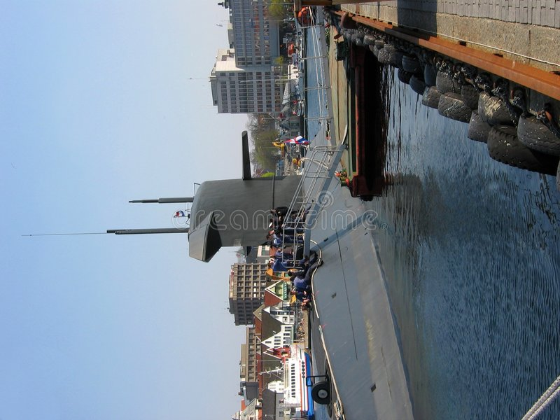 靠码头的潜水艇 免版税库存照片
