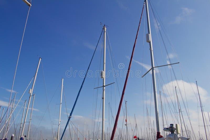 靠码头的风船帆柱  库存图片