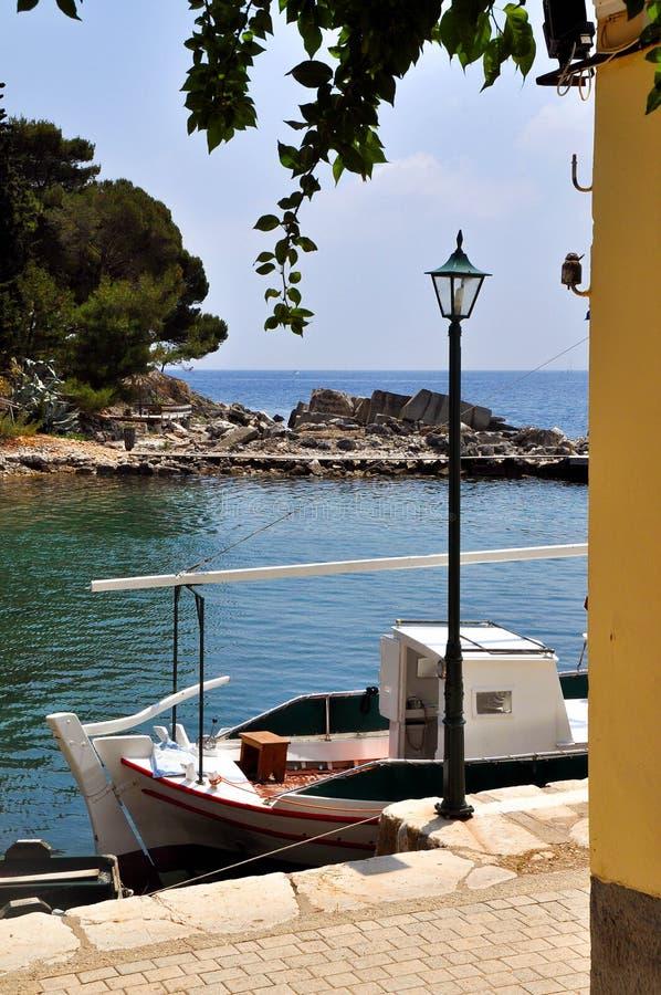 靠码头的小船 库存图片