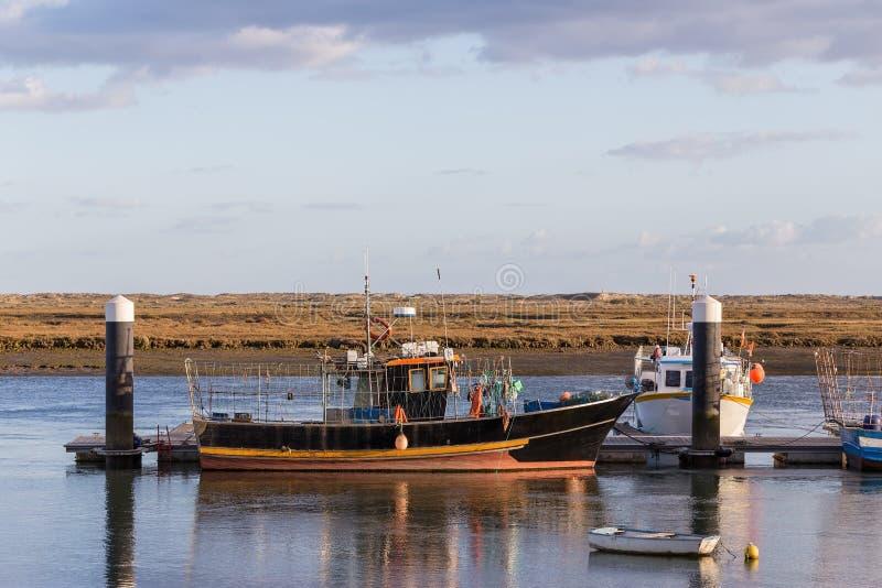 靠码头的捕鱼船在葡萄牙 免版税库存图片