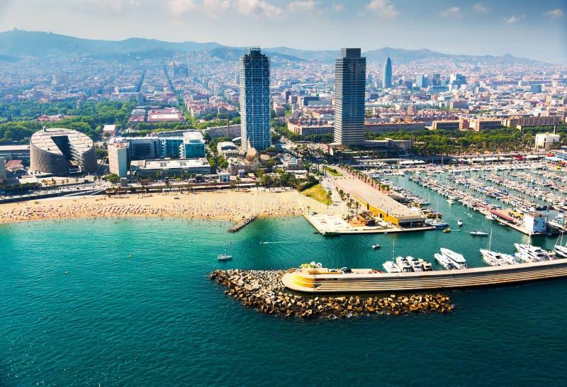 靠码头的游艇鸟瞰图在口岸的 巴塞罗那 库存照片