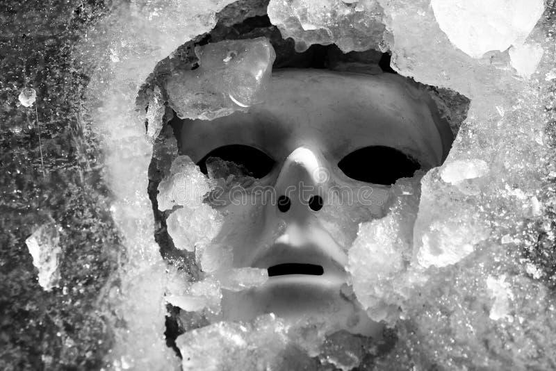 面具和冰碎片 库存图片