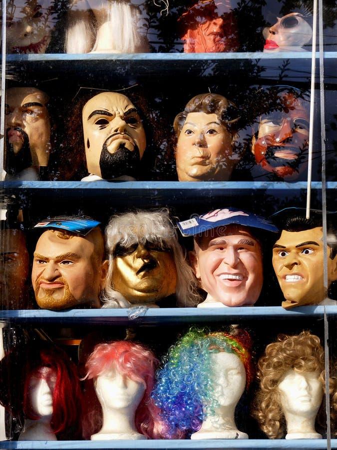 面具在商店窗口里 库存图片