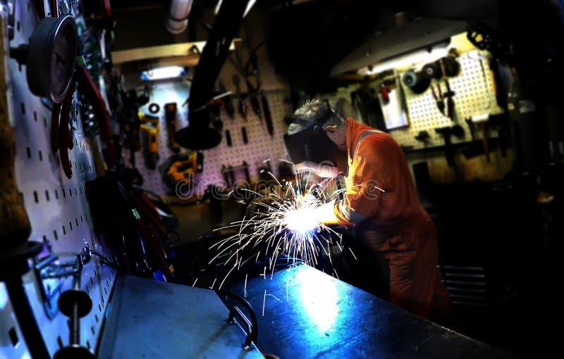 面具的人做焊接器 图库摄影