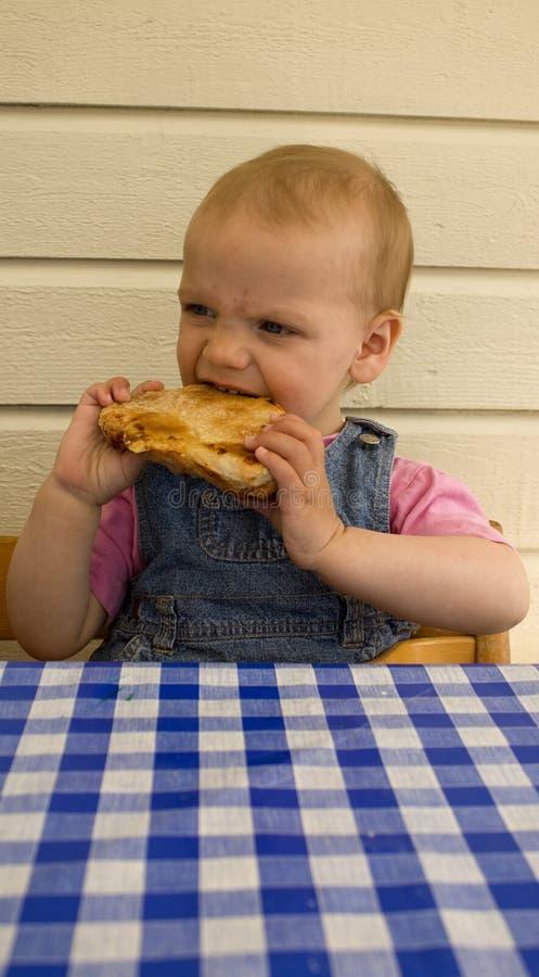 面包儿童吃自创 免版税库存照片