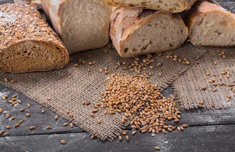 面包店概念 大量被切的面包背景 库存照片
