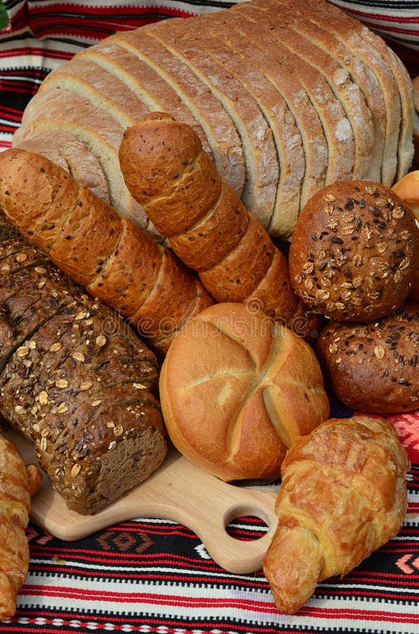 面包店面包新月形面包产品卷 免版税库存照片