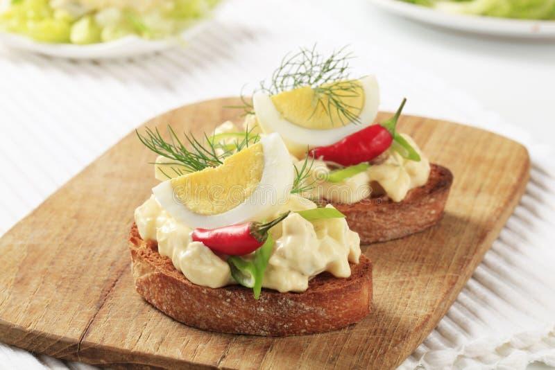 面包敬酒的蛋传播 库存图片