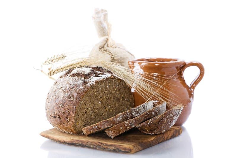 面包水罐仍然生活牛奶 免版税库存照片