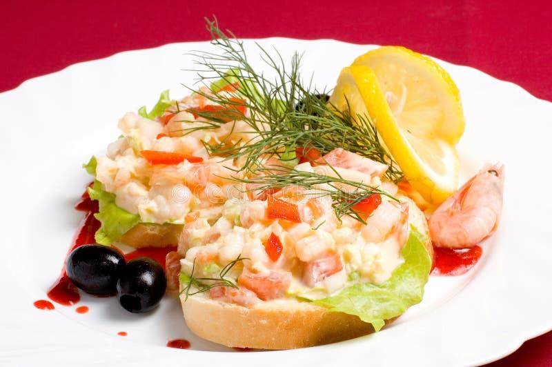 面包沙拉虾片式 免版税库存照片
