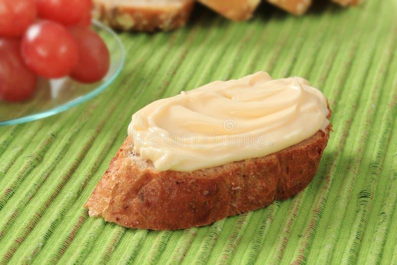 面包涂抹干酪 免版税图库摄影