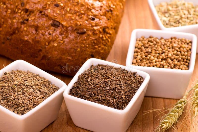 面包烘烤的香料 免版税库存照片