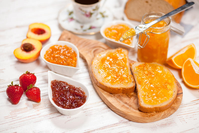 Download 面包片用果酱 库存照片. 图片 包括有 橙色, 新鲜, 草莓, 瓶子, 巴西, 自创, 特写镜头, 片式 - 62537136