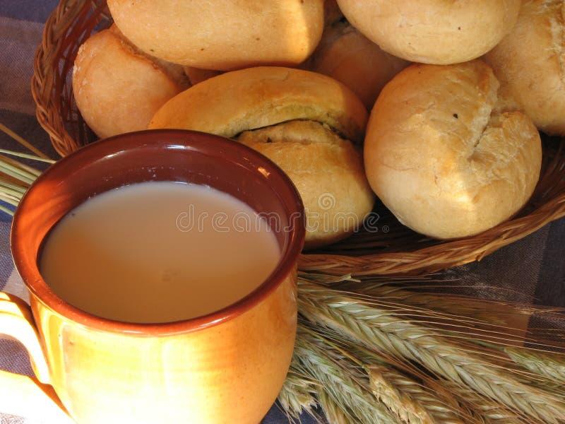面包牛奶麦子 免版税库存图片