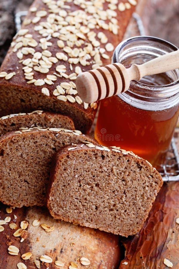 面包用蜂蜜和燕麦 库存图片