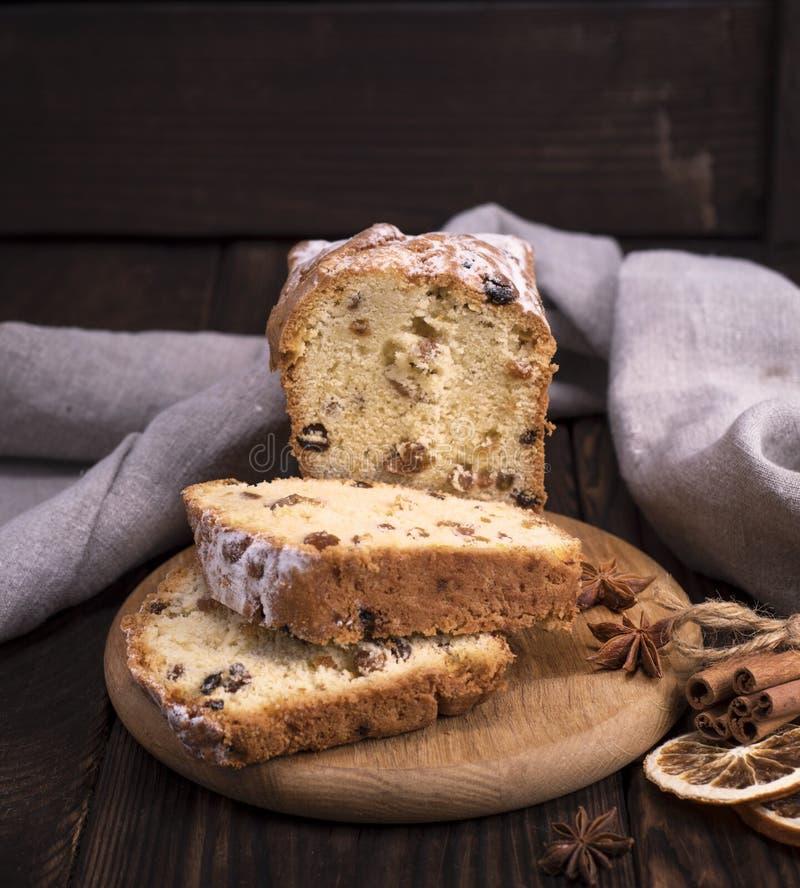 面包蛋糕用葡萄干和干果子 库存照片