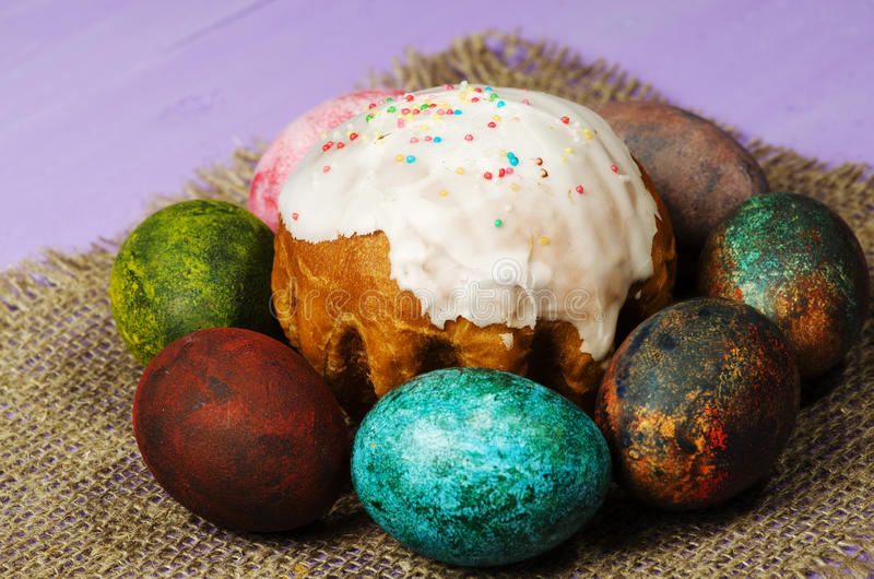 面包蛋糕装饰复活节传统 复活节彩蛋 免版税库存图片