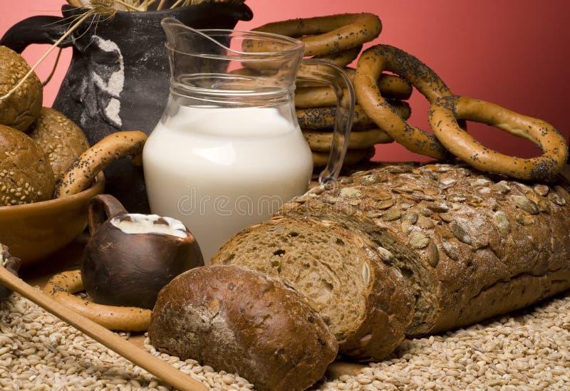 面包谷物关闭谷物挤奶  免版税库存图片